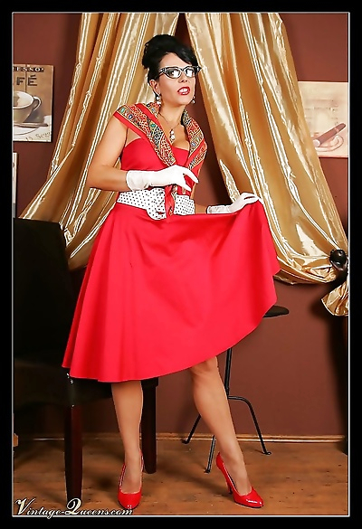 Retro babe in fifties outfit..