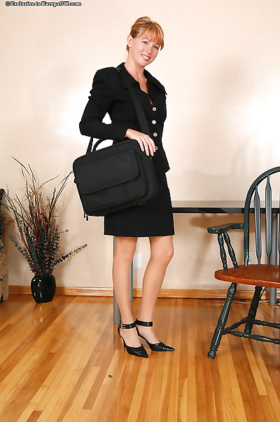 Mature secretary roxy anne..