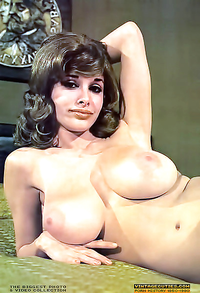 Busty queen of the 70s alexis love posing - part 918